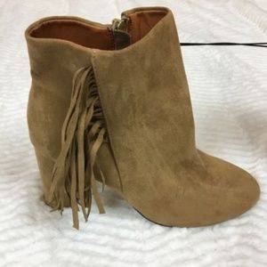 NWT NY & Co Tan Fringe Booties Ankle Boots Size 7